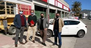 De izquierda a derecha, Manuel Cámara, José María Cuadrado, Francisco Guillén, y, Alejandro Triviño, junto a las nuevas instalaciones de Grupo Cabmei Icars en Málaga.