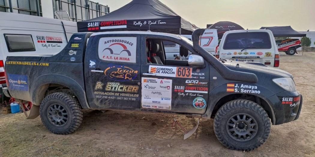 Toyota Hilux del equipo Team Salru Competición al finalizar la etapa.