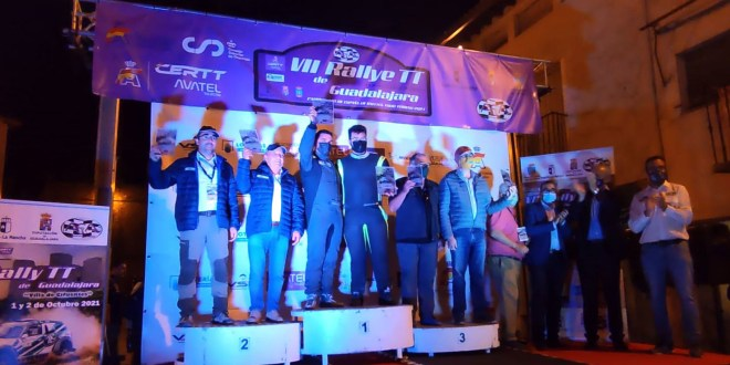 Salvador Rubén y Juan Miguel Amaya, del equipo Team Salru, en el podio final del Rally Todo Terreno de Guadalajara 2021.