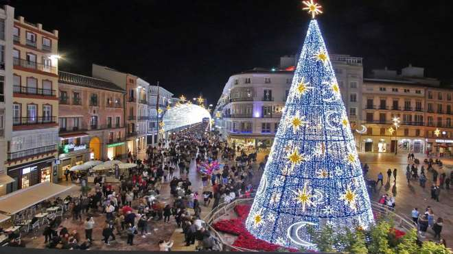 Plaza de la Constitución mit dem Weihnachtsbaum aus seiner früheren Ausgabe.