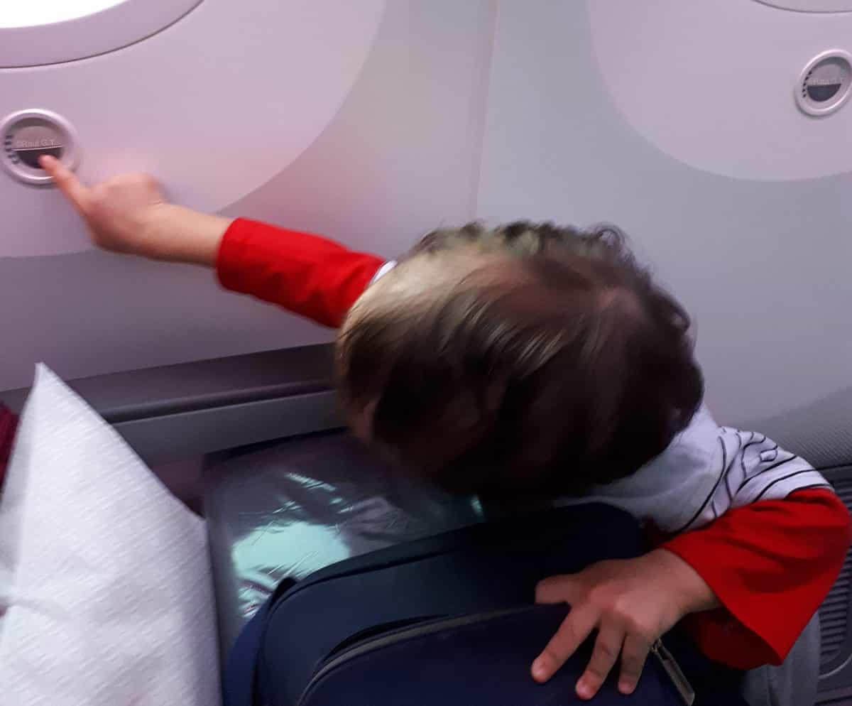 3095267f1 Dentro del avión con niños