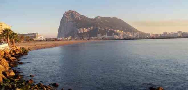 Vista de Gibraltar desde la costa