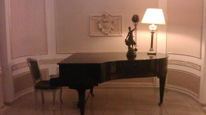 Piano and lamp at the restaurant Grand Continental Bucharest