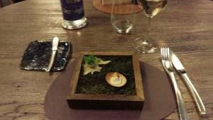 Tartelette crème chou-fleur et sesame. Chips de polenta, mousse de foie de volaille