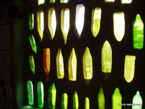 Recycled bottles allow a multicoloured light in the Hundertwasser kawakawa toilets