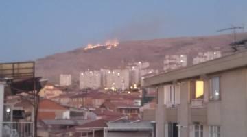 TOKİ arkasındaki Dağda Yangın Çıktı! İtfaiye Bölgeye Ulaşmaya Çalışıyor…