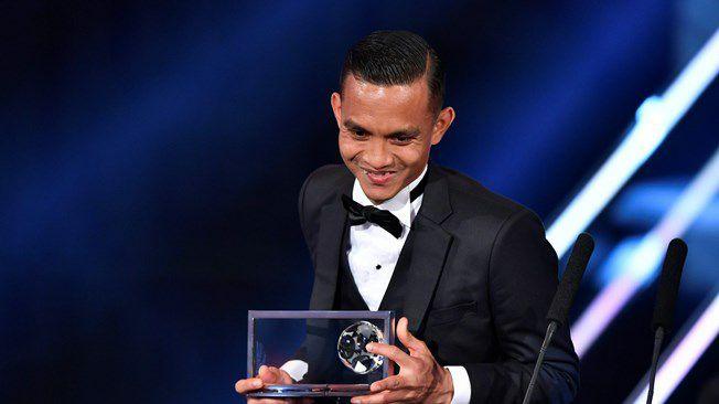 Mohd.Faiz Subri wins 2016 FIFA Puskas Award