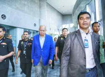 najib at macc for investigation over 1MDB51