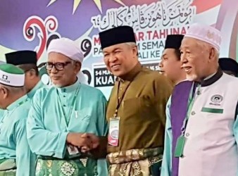 umno joining the pas hadi and zahid shakes hand