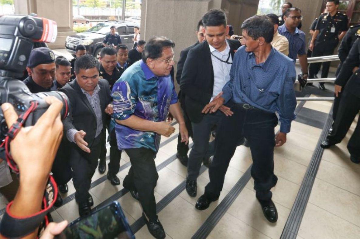 Datuk Seri Tengku Adnan Tengku Mansor arrives at the Jalan Duta court in Kuala Lumpur November 15 2018. — Picture by Ahmad Zamzahuri Malay Mail