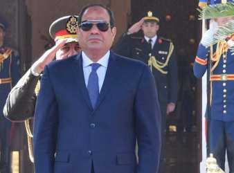 Egyptian President Abdel Fattah al Sisi attends a welcoming ceremony with Sudans President Omar al Bashir at the Ittihadiya presidential palace in Cairo Egypt