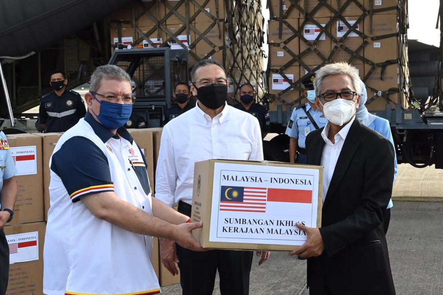 malaysia gives donation to indonesia