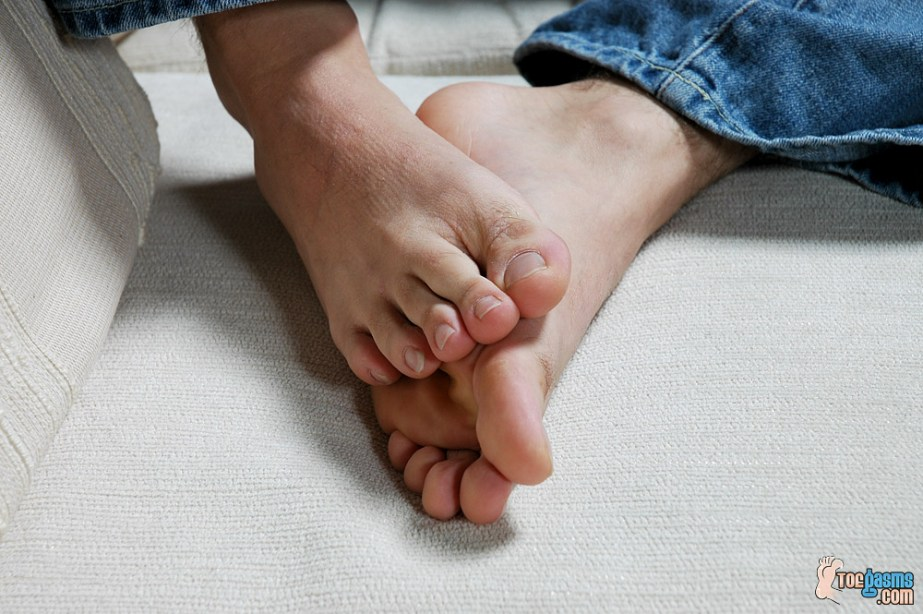 JT Reese's bare male feet for Toegasms - male feet