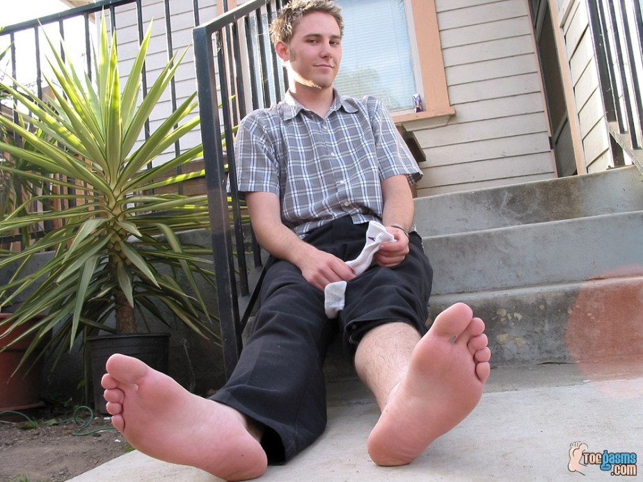 Jason shows off his bare male soles for Toegasms - male feet