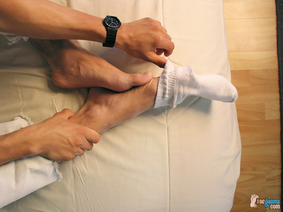 Tony peels off his white sock for Toegasms - male feet