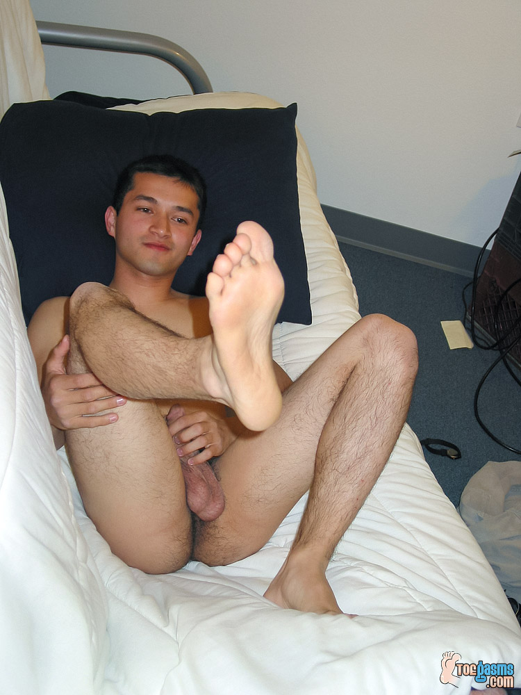 Tony puts his sole up in the air for Toegasms