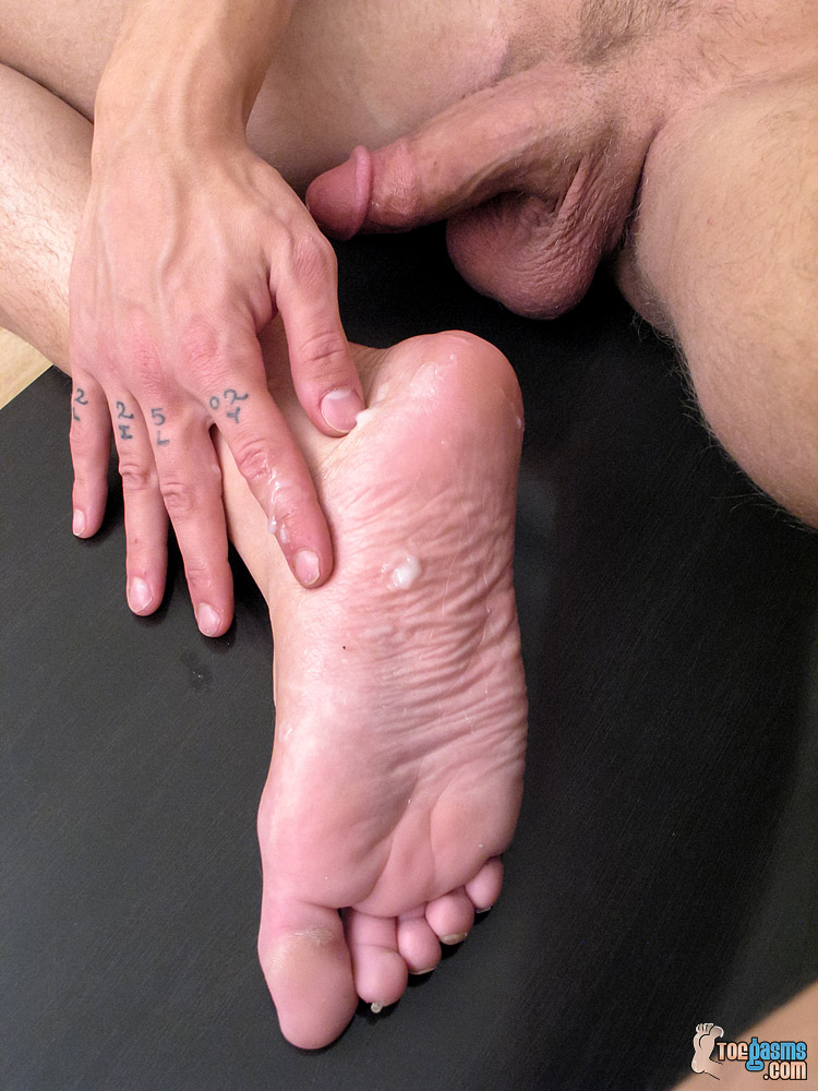 Lyric plays with the cum he unloaded onto his sole for Toegasms