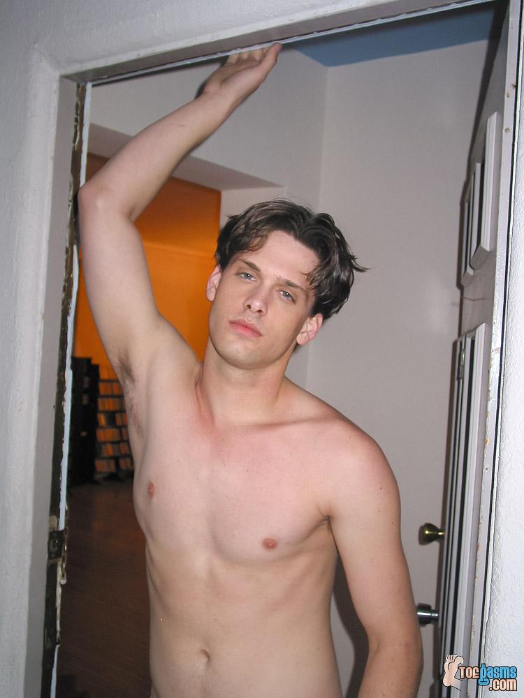 Jared shirtless for Toegasms