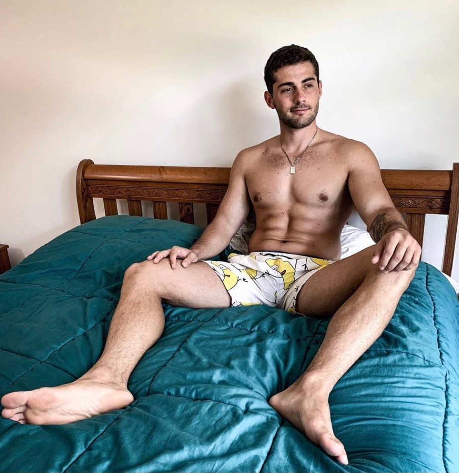 Baba_bruno shirtless and barefoot on the bed