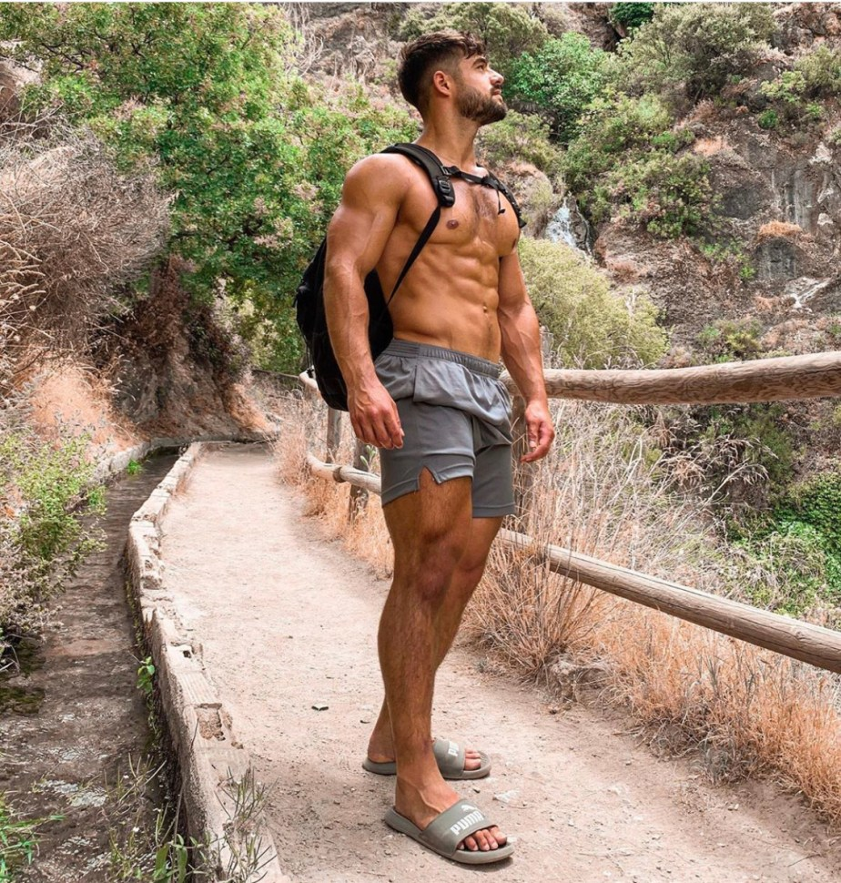Dantai.pt shirtless and barefoot in Puma slides in nature
