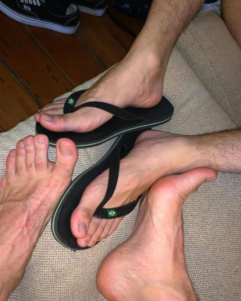 Sydney_male_feet2 size 10s and insatiable_pies' size 11 feet together