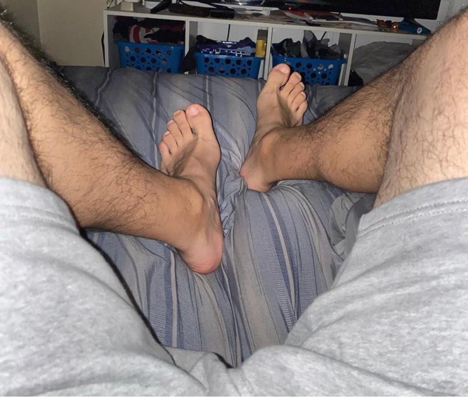 Fetishmastr's legs and size 12.5 bare feet