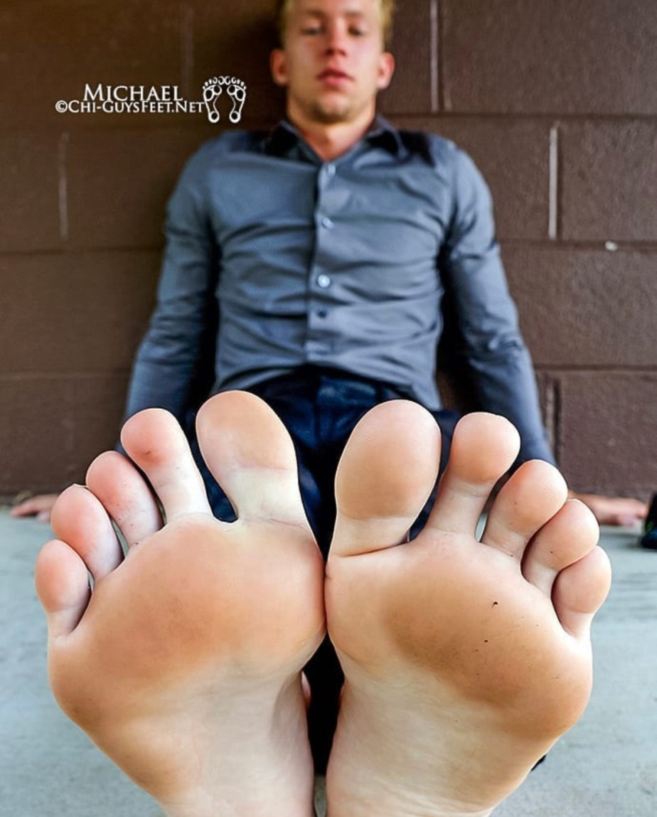Michael's slightly dirty bare soles for chicago_footage