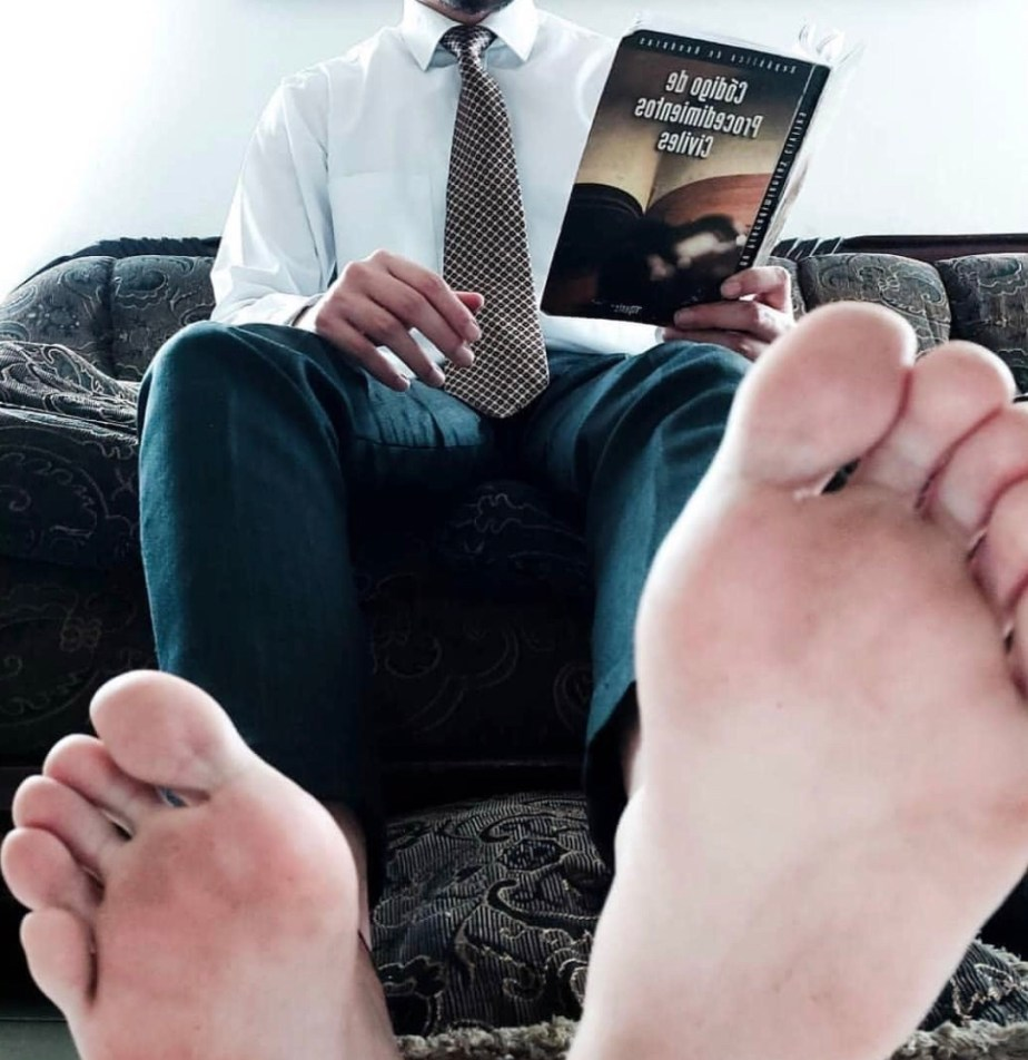 marcial_moy shows off his bare soles while reading