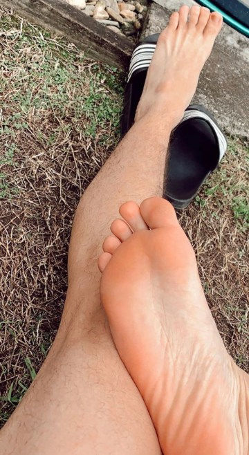 _ilymf's bare soles and feet out of Adidas slides