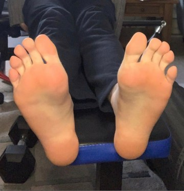 Solesandtoes_aus' bare soles up on exercise equipment