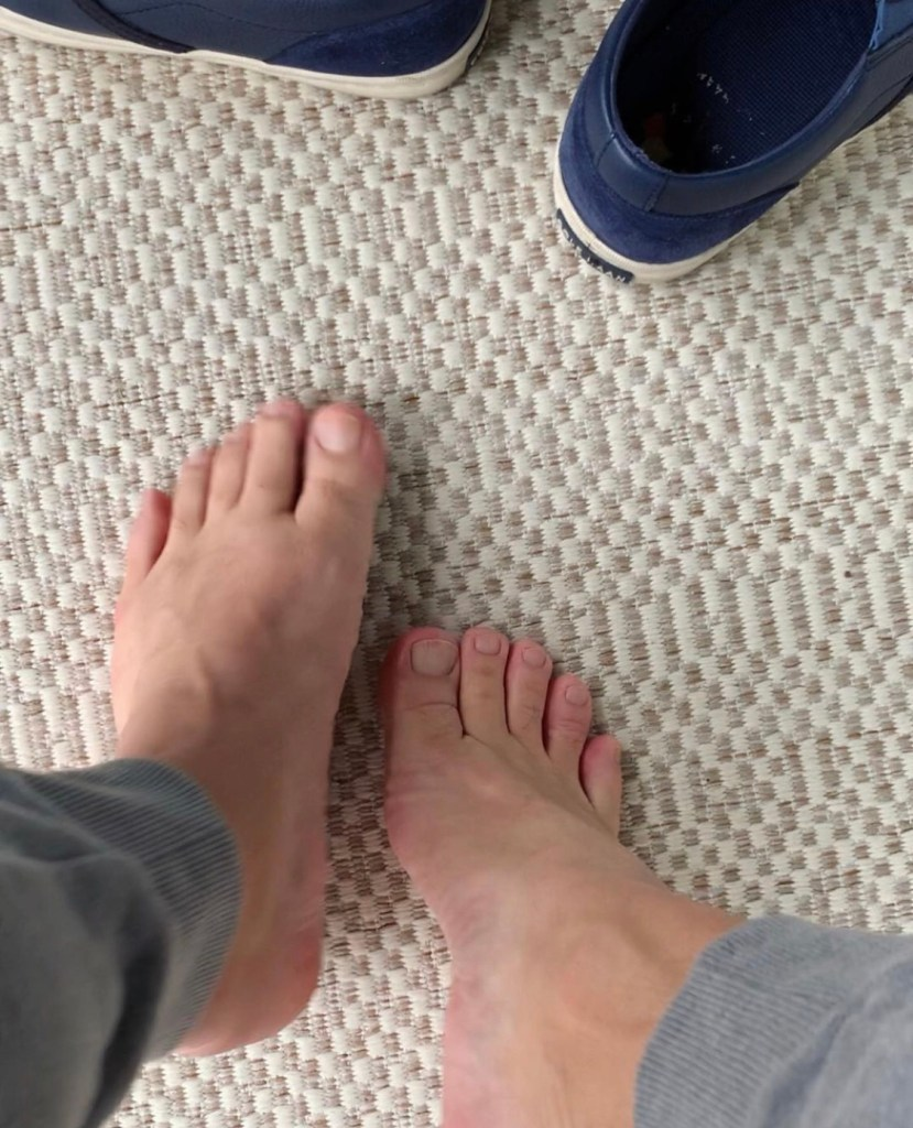 Bro.toes takes off his sockless slip on sneakers