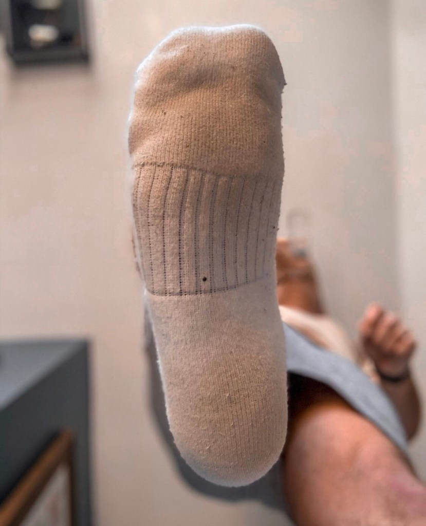 Fratbrofeet_'s white socked sole