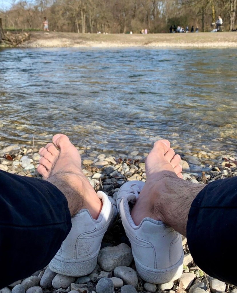 ilopexfeet shows off his bare feet and hairy ankles out of white sneakers