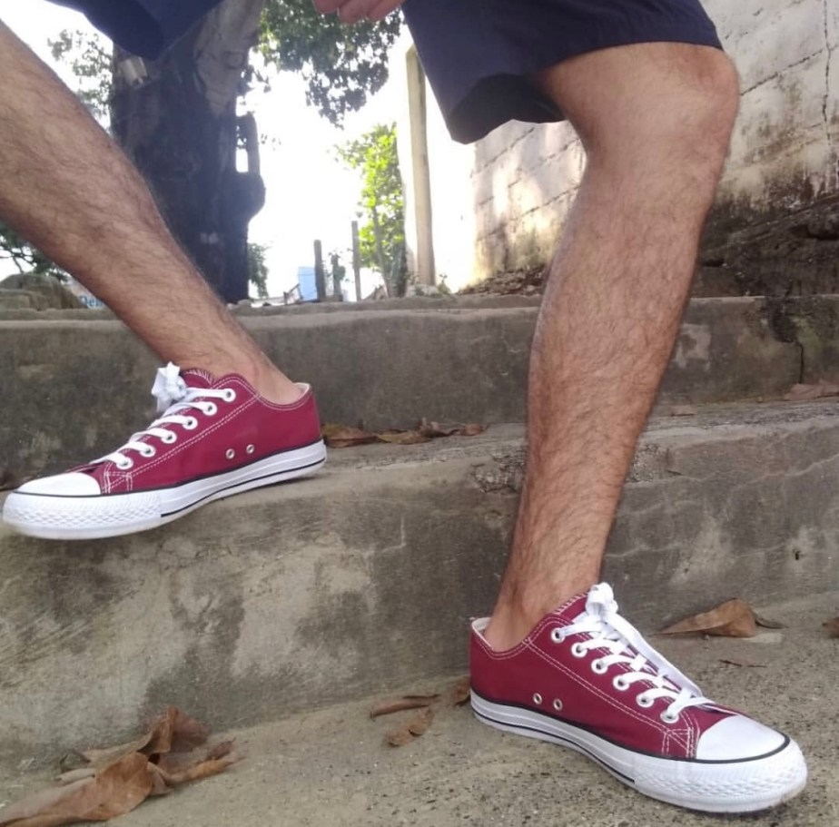 anonimus8325 sockless in red Converse sneakers