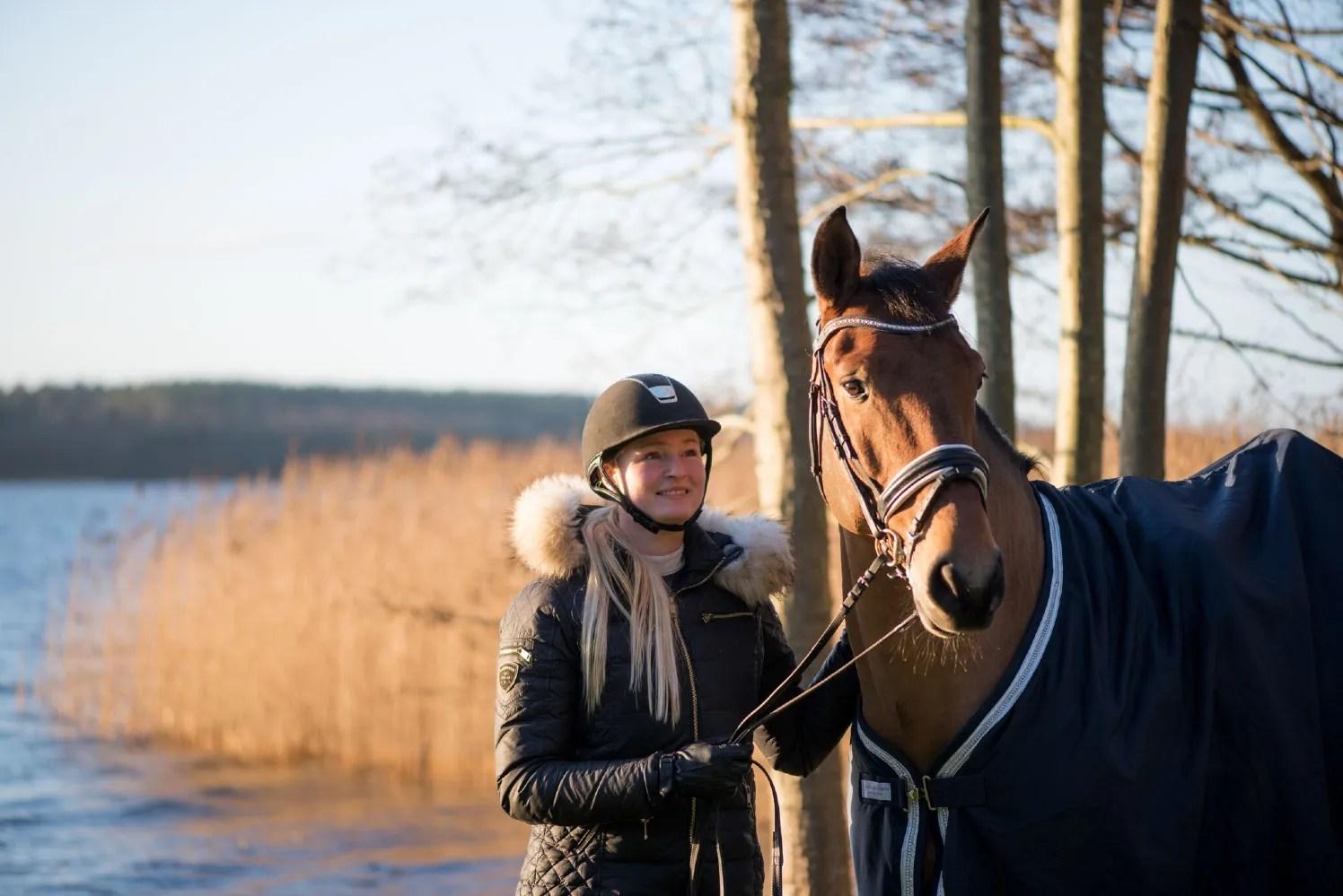Simone hoppe med hest