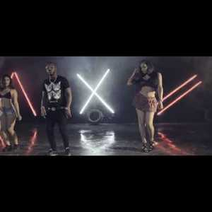 0 12 300x225 - Crazy Jow Ft. Ceky Viciny - To' Frio (Official Video)