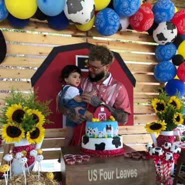 87 - Farruko festejó cumpleaños de su hijo con tierna fotografía