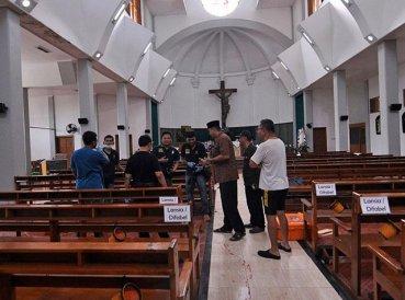 Hombre con machete ataca a cristianos durante servicio religioso