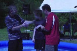 Ateos estadounidenses demandan a iglesia por bautizar a niño con discapacidad