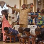 Después de cerrar 700 iglesias, Ruanda quiere impedir acción de pastores