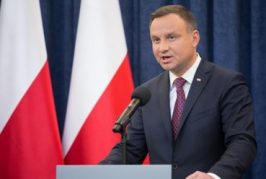 """Polonia hará plebiscito para incluir """"valores cristianos"""" en la Constitución"""