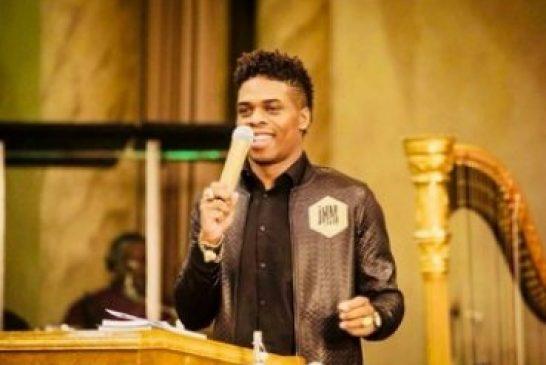 Joshua Holmes es 'Jesús en la carne', dicen sus seguidores