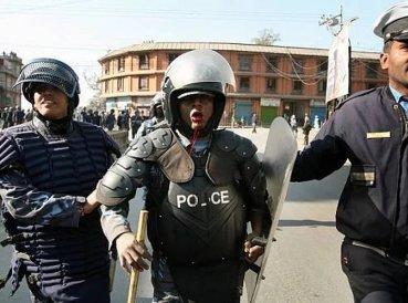 Policía castigado y preso por hablar de Cristo en reunión