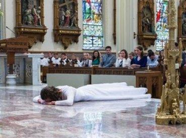 4 mil mujeres vírgenes de 78 países dicen haberse casado con Cristo