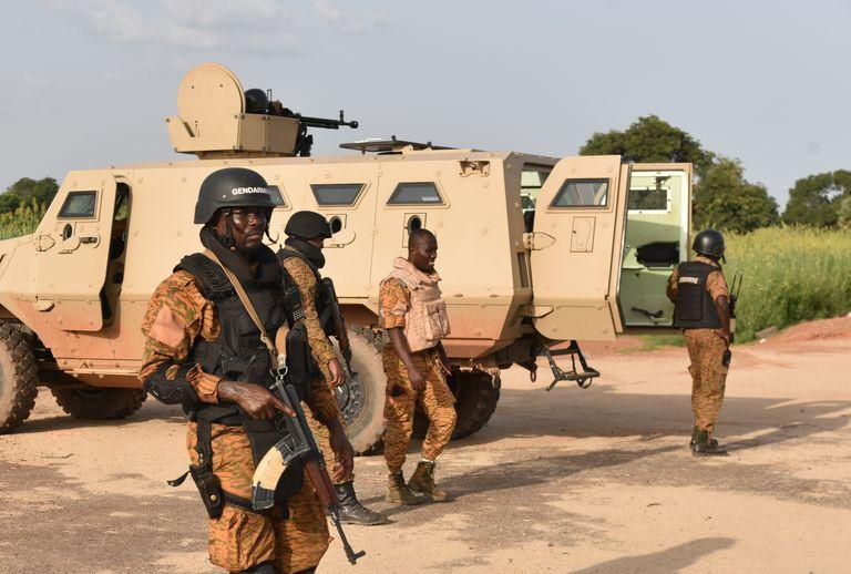 Actualités du Mali - Burkina : l'armée reprend les affaires en mains