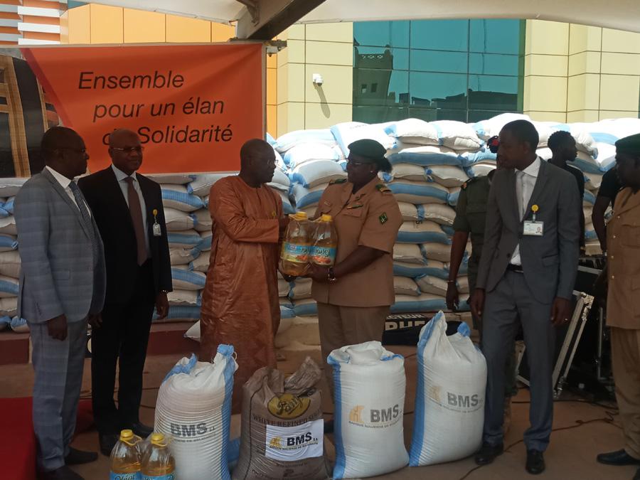BMS : 20 tonnes de riz, 10 tonnes de sucre, et 400 cartons d'huile offrent aux veuves et orphelins des militaires