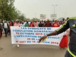 Grève des enseignants : la compétence du gouvernement en jeu, la responsabilité des enseignants en doute, l'avenir des élèves incertain