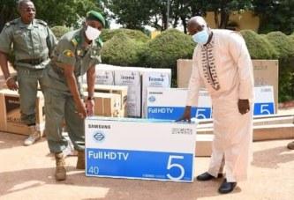 DEM : L'Opérateur économique M. Mahamadou Ongoiba, remet un important lot de matériels, à L'Ecole Militaire Inter-armes de Koulikoro