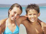 Erfolgreiche Kooperation von alltours und Schwimmschule Sharky wird fortgesetzt