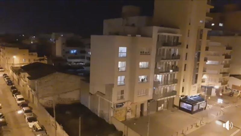 Applaus von den Balkonen in ganz Spanien